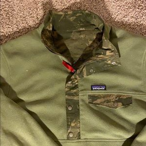 Patagonia L Reversible Green & Camouflage Pullover